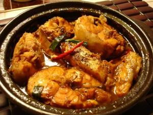 cá kho ăn cùng cơm nóng quả là một lựa chọn thông minh