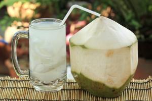 mang thai uống nước dừa được không